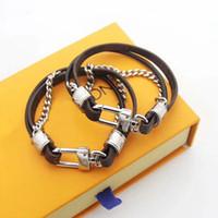 schnurarmband großhandel-Modemarke namens Armbänder Lady Double Deck Drucke Blume / Plaid Lederband Armband Armreif mit 18 Karat Gold Kette Metall Zubehör