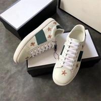 moda homem sapatos itália venda por atacado-Luxo Itália Abelha Verde Vermelho Listras Das Mulheres Dos Homens Sapatilha Sapatos Casuais Barato Trendy Ace Designer de Moda Andar Formadores Chaussures Despeje Hommes