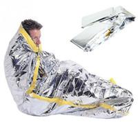 açık yetişkin uyku tulumu toptan satış-Taşınabilir su geçirmez kullanımlık acil güneş koruyucu battaniye gümüş folyo kamp survival sıcak açık yetişkin çocuk uyku tulumu