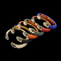 ingrosso braccialetto del braccialetto del trifoglio del fiore-Nuovi monili di modo di marca per le donne braccialetti di cuoio del serpente Colore dell'oro del trifoglio Braccialetto del fiore Monili caldi del partito Braccialetti di cerimonia nuziale