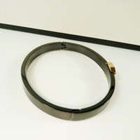 bracelet à main de nouveaux styles achat en gros de-Nouveau style Bracelet en acier titanique européen classique Main ornements Bracelet Black CC accessoires de mode pour les cadeaux de comptoir