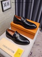 homem cavalheiro branco sapatos venda por atacado-Negócio 2019 homens preto e branco dos homens Sapatos de Vestido de Couro Genuíno Respirável Marca de Casamento Gentlemen Casual Sapato Masculino Tamanho
