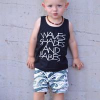 bebek oğlu serin kıyafetler toptan satış-Serin Erkek bebek Set Siyah Harfler Tankı + Dalgalar şort kıyafetler Plaj Toddler Giyim Setleri 3-24 M Toptan 2019 Yaz