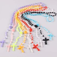 rosario blanco cruz al por mayor-¡Envío gratis! 10pcs Fábrica al por mayor prBright en blanco oscuro Hot Cross Rosary Plastic Necklace (10PCS / Lot)