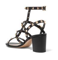 sandales à talons épaisses noires achat en gros de-Sandales à talons Chunky femme nouveau mot avec des talons hauts rivets pantoufles sauvages bout ouvert chaussures romaines noir avec boîte