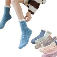 cálidas medias de invierno gruesas al por mayor-Coral Velvet calcetines del color del caramelo de dormir Calcetines invierno sólido toalla calcetines de la señora gruesa Tobillera Warm mullido Medias Medias niñas LJJA3570-11