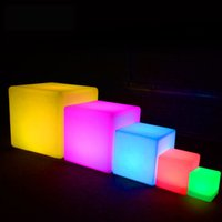 ingrosso fata leggera a letto-Lampada da esterno impermeabile Cube LED ricaricabile a luce notturna RGB telecomando lampade piscina bar tavolo cafe ktv hotel decor lighting