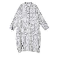 robe chemise blanche longue dames achat en gros de-Style coréen Femmes Loose Shirt Dress Noir Blanc À Manches Longues Motifs Géométriques Imprimé Dames Casual Midi Robe