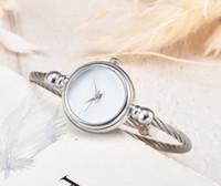 marca impresa relojes al por mayor-Moda de lujo de las mujeres relojes italianos famosa marca GG impresión exquisito reloj elegante damas negro blanco dial envío gratis