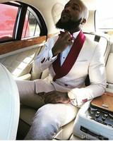 ingrosso cravatta di avorio per il matrimonio-Nuovi Smoking dello sposo alla moda Groomsmen One Button Avorio Paisley scialle Risvolto Best Man Suit Wedding Blazer da uomo (giacca + pantaloni + cravatta