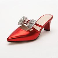 sapatas do casamento do rosa quente venda por atacado-Venda quente-Rhinestone Bowtie Nupcial Sapatos de Casamento das Mulheres Sapatos de Verão Moda Saltos Gatinho Sandálias Mulher Apontou Toe Sapatos de Dama de Honra