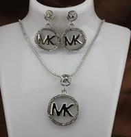 venta caliente de navidad de china al por mayor-2019 marca fashine M letra goldsilver octagonal collar de diamantes colgante pendientes joyería dos piezas conjunto de joyas