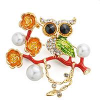 broches de búhos al por mayor-Bonito Esmalte Búho Flores Broche de Perlas Simuladas Rhinestone Bird Broches para Mujeres Accesorios de Decoración Z061