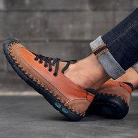 ingrosso scarpe da uomo in pelle leggera-Sneaker casual da uomo in stile classico nuovo di zecca Moda uomo nero in pelle di design Scarpe leggere Appartamenti confortevoli Grandi dimensioni48