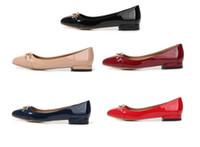 sapatos de sapatos masculinos exclusivos venda por atacado-Chegada Nova Confortável Luxo Designer sapatas lisas saltos baixos Toe Rodada de lazer de Mulheres sapatos de alta qualidade Balé sapatos de couro de patente WFS007