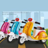 carros de triciclo venda por atacado-Liga de carro de brinquedo para as crianças Modelo de Retorno Da Motocicleta Do Triciclo de Cozimento Decorativo Bolo Decorativo Brinquedos Automóvel Molde brinquedo C31