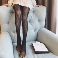 siyah tayt modası toptan satış-Lüks Marka Siyah Kadın Çorap Tasarımcısı Marka Bayan için Moda Tayt Gece Kulübü için Seksi Dantel Hollow Kadın Çorap