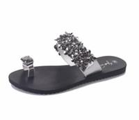 flip flop sandálias strass venda por atacado-Designer Mulheres Chinelos baratos de cristal Chinelos Flores com strass Summer Beach Slipper Flip Flops Sandals Moda Feminina Flats Big Size