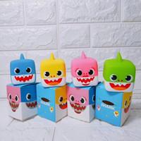 banyo oyuncak led toptan satış-LED Işık Ile 4 Renkler Bebek Shark Karikatür Banyo Oyuncak Köpekbalığı Sevimli Bebek Bebek Köpekbalığı Bebek Püskürtme Su MMA2272