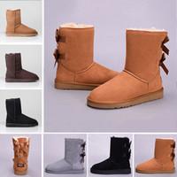 botas de cuero gris al por mayor-UGG boots Botón WGG invierno Australia Botas de nieve clásicas moda UGS zapatos altos de cuero real Bailey Bowknot mujeres arco Rodilla botas hombres zapatos zapatillas