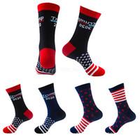 banderas calcetines al por mayor-Unisex Presidente Trump 2020 medias Striped Stars bandera de EE. UU. Knit Sports Calcetines Medias Hip Hop bandera estadounidense Calcetín Streetwear LJJA2610