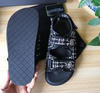 sandálias de sola de tecido venda por atacado-Mulheres de marca Imprimir Carta de Tecido Preto Sandália Fivela Cinta Moda Menina Dedo Aberto De Borracha Sola Sandálias Casuais Tamanho: 35-40 Com caixa CH5