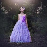 desgaste del desfile del brillo personalizado al por mayor-Lavenda Glitz Vestidos para niñas pequeñas 2020 A-Line 3D Flowers Falda con gradas Vestidos para niñas de flores infantiles Sin espalda Ropa de fiesta por encargo
