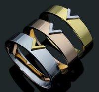 ingrosso grandi bracciali oro 18k-Vendita calda dell'acciaio inossidabile GRANDE V lettera di marca C dell'amore del chiodo del braccialetto del polsino del braccialetto per le donne uomini oro rosa argento colore all'ingrosso gioielli