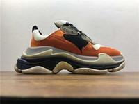 la chaussure design fait achat en gros de-2019 New Orange Luxe Triple S Designer Low-top Marque Old Sneaker À La Mode Chaussures Bottes Hommes Femmes Chaussures À Lacets Top Qualité Casual Chaussure