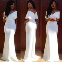 ingrosso damas abiti da onore-Cheap damigella d'onore bianca abiti sirena lunga fuori dalla spalla V-Neck Invitato a un matrimonio Abito Piano Lunghezza abiti del partito vestidos de Damas de onore