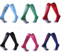 sobre los calcetines de rodilla hombres al por mayor-Hombres antideslizante infantil adulto mayor de medias de fútbol de la rodilla engrosadas toalla calcetines largos inferiores cómoda aptitud de los deportes resistentes calcetines