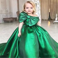 große blumenkleidkleider großhandel-Emerald Green Girls Pageant Kleider Big Bow Front Arabische Kleine Kinder Kleinkind Party Prom Kleider Blumenmädchen Kleid Billig