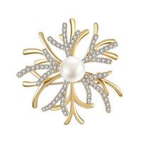 zarif elmas broş toptan satış-2019 Avrupa ve Amerikan moda zarif derin deniz mercan inci broş için yaratıcı elmas aksesuarları broş gelinlik ücretsiz kargo