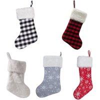 kürklü şapkalı toptan satış-Beyaz Peluş Kürk Cuff Buffalo Ekose Noel Dekorasyon Çorap Noel Stoklama Çorap Parti Dekorasyon 20pcs edin LJJO7233