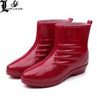 rote gummiregenstiefel frauen großhandel-Frauen Gummi Regen Stiefel Ankle Jelly Schuhe Wasserdicht Botas Gummiband Regen Schuhe Weinrot Schwarz Bota Feminina SZ025