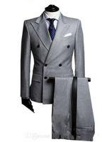 çift göğüslü tepe fıstığı smokin toptan satış-Yeni Kruvaze Yan Havalandırma Açık Gri Damat Smokin Tepe Yaka Groomsmen Erkek Düğün Smokin Balo Takımları (Ceket + Pantolon) 700