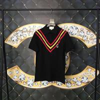 polos amarillos hombres al por mayor-2019 Camiseta de moda para hombre diseñador de camisetas marca Manga corta Rojo y amarillo V rayas Carta parche Polos de algodón de los hombres de calidad superior