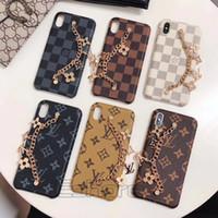 peles do iphone venda por atacado-Chegou nova encantos de metal cadeia phone case para iphone x xs max xr marca de moda capa de pele de couro para iphonex 8 8 plus 7 7 plus 6 s 6 plus