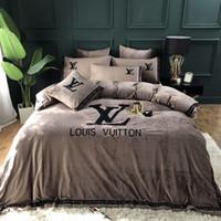 ingrosso borsa in seta-Inverno popolare logo Boutique Quilt Cover Suit Lettera Flanella 4 pezzi Nordic Set di biancheria da letto Puro colore Joker 133