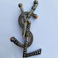 güzel broş toptan satış-Lüks Tasarımcı Erkek Kadın Pins Broşlar Altın Kaplama Yl Mektup Broş Pin Takım Elbise Pimleri için Parti için Arkadaşlar için Güzel Hediye YL