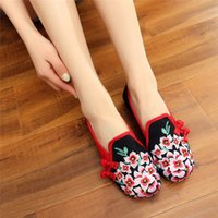 плоские ткани цветы оптовых-Peach Flowers Embroidered Women Handmade Canvas Loafers Slip on Ladies Fabric Embroidery Comfort Driving Flat Old Beijing Shoes
