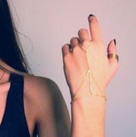 arnés de mano anillo pulsera al por mayor-Pulseras con dijes Pulsera en tono dorado Brazalete Esclavo Eslabón de cadena Entretejer Anillo de dedo Arnés de mano Pulsera infinita