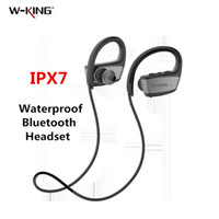 iphone w al por mayor-W-king IPX7 Auriculares Bluetooth impermeables Auriculares deportivos inalámbricos BLUETOOTH Banda para el cuello para iphone xs 8 Plus smartphones android