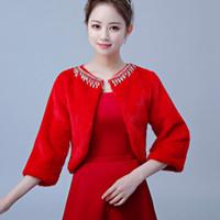 gelin bolero ceket boncuk toptan satış-2019 Bir Boyut Kırmızı Gelin Sarar Üç Çeyrek Kollu Faux Kürk Wrap Ceketler Püskül Boncuk Düğün Parti Kadınlar Için Bolero Şal Ücretsiz nakliye