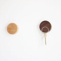 botões de madeira preta venda por atacado-Madeira de nogueira preta madeira maciça artesanato em madeira faia adesivos de parede botão de madeira magnético rack de armazenamento de chave