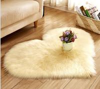 preço do tapete venda por atacado-Big vermelho de pelúcia imitação de lã coração tapete tapete linda menina coração tapete decoração um preço de atacado