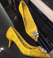 saltos altos brancos e verdes venda por atacado-Sapatos de Casamento de noiva Diamante Cravejado de Cristal Claro Bombas Dedo Apontado Stilettos Lace High Heels Verde Vermelho Branco Amarelo