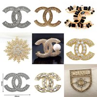 Wholesale pearls crystal brooch pins resale online - Top Designer Brooches Exquisite Pearl Luxury Brooch Letter Brooches Pins Elegant Fashion Women Costume Jewelry
