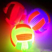 ingrosso le palline rimbalzanti lampeggiano la luce-Gomma lampeggiante Sound Pallavolo LED Light Up Bumpy Kids Toys High Bouncing Balls Party Favour Halloween Natale