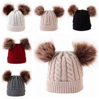 tığ bebeği bonnetleri toptan satış-2019 çocuklar kış şapka kapaklar çocuk örme şapka kürk pom poms bebek kasketleri şapka el yapımı yün tığ bonnets bebek kış kulaklığı şapka toptan
